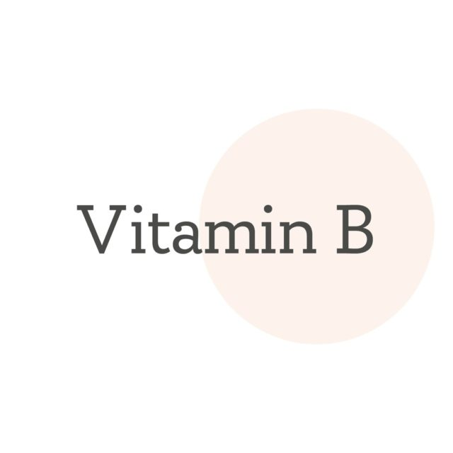 5 Vorteile von Niacinamid (Vitamin B3) in Hautpflege⁠ ⚪️ stärkt die Hautbarriere⁠ ⚪️ wirkt antioxidativ⁠ ⚪️ reguliert die Sebum-Bildung⁠ ⚪️ entzündungshemmend⁠ ⚪️ beugt Pigmentflecken vor⁠ • Mehr über aktive Inhaltsstoffe im Journal auf www.giesing-aesthetik.de⁠ 👩🏻‍💻 Link in der Bio.⁠ 🧴💕 • 5 benefits of niacinamide (vitamin B3) in skincare⁠  ⚪️ strengthens skin barrier function⁠ ⚪️ acts as an antioxidant⁠ ⚪️ regulates sebum production⁠ ⚪️ antiinflammatory⁠ properties ⚪️ prevents hyperpigmentation⁠ ⁠• More on skincare actives in our journal on www.giesing-aesthetik.de⁠ 👩🏻‍💻 Link in bio. ⁠🧴💕 ⁠• • • #skincare #skincareroutine #niacinamide ⁠ ⁠ ⁠