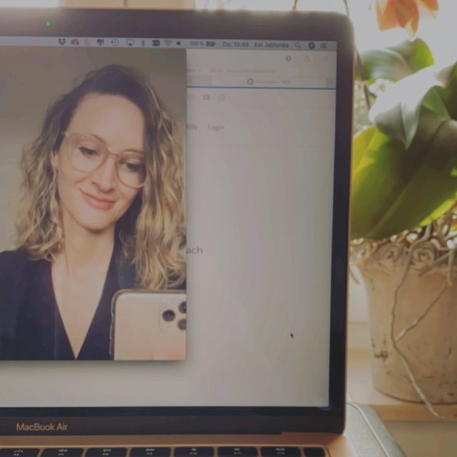 Just a quick reminder that I offer video consultations! 👩🏻💻 This is a perfectly safe way to ask all of your questions from the comfort of your home before you book in for treatment in the clinic. 💆🏽♀️ No downloads required - all you need is a notebook or mobile device with a front facing camera. And an internet connection. The safest and fastest way to do a doctor's visit in these times! 😷 Also available for quick follow-up appointments. Book a video call when you're unsure whether you need a touch-up. Wishing you all a lovely day! 🧡👋